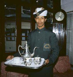 Podávání čaje na stříbře